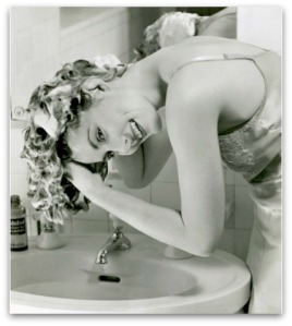 vintage-hair-washing